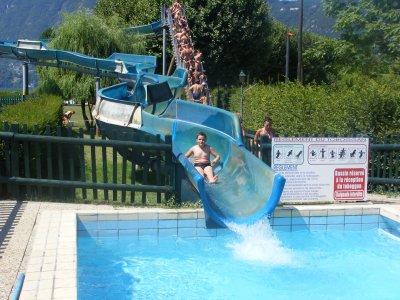 Le toboggan de la piscine d 39 aix les bains skyblog for Camping bourget du lac avec piscine